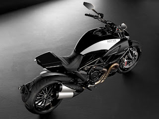 2012 Ducati Diavel Cromo Motorcycle Photos 2