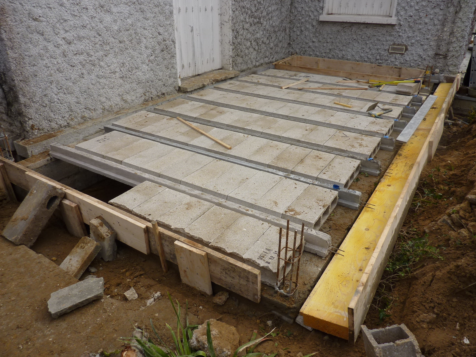 Chantier extension bois dourdan architecte maison bois for Extension en parpaing