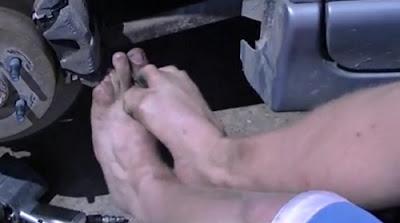 Matt Stutzman tukar brek kereta dengan kaki