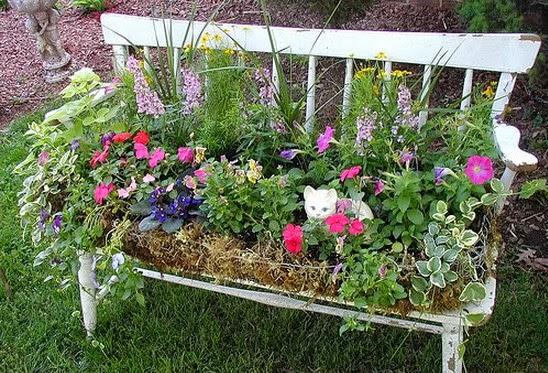 Pot Bunga Cantik dari Bangku Taman