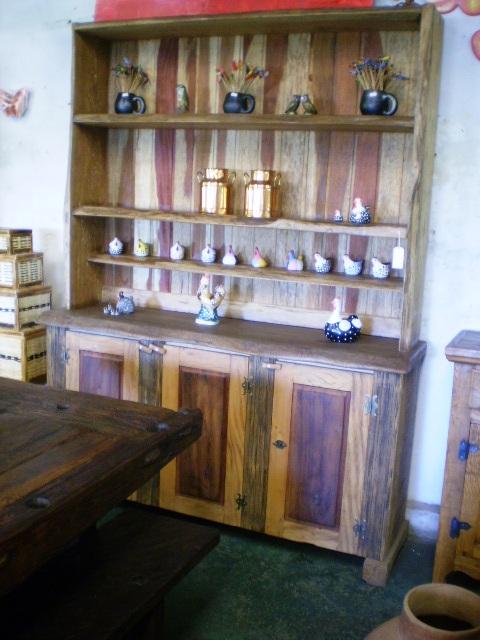 banco de jardim carrefour:armário feito de costaneiras com 3 portas e 3 prateleiras para