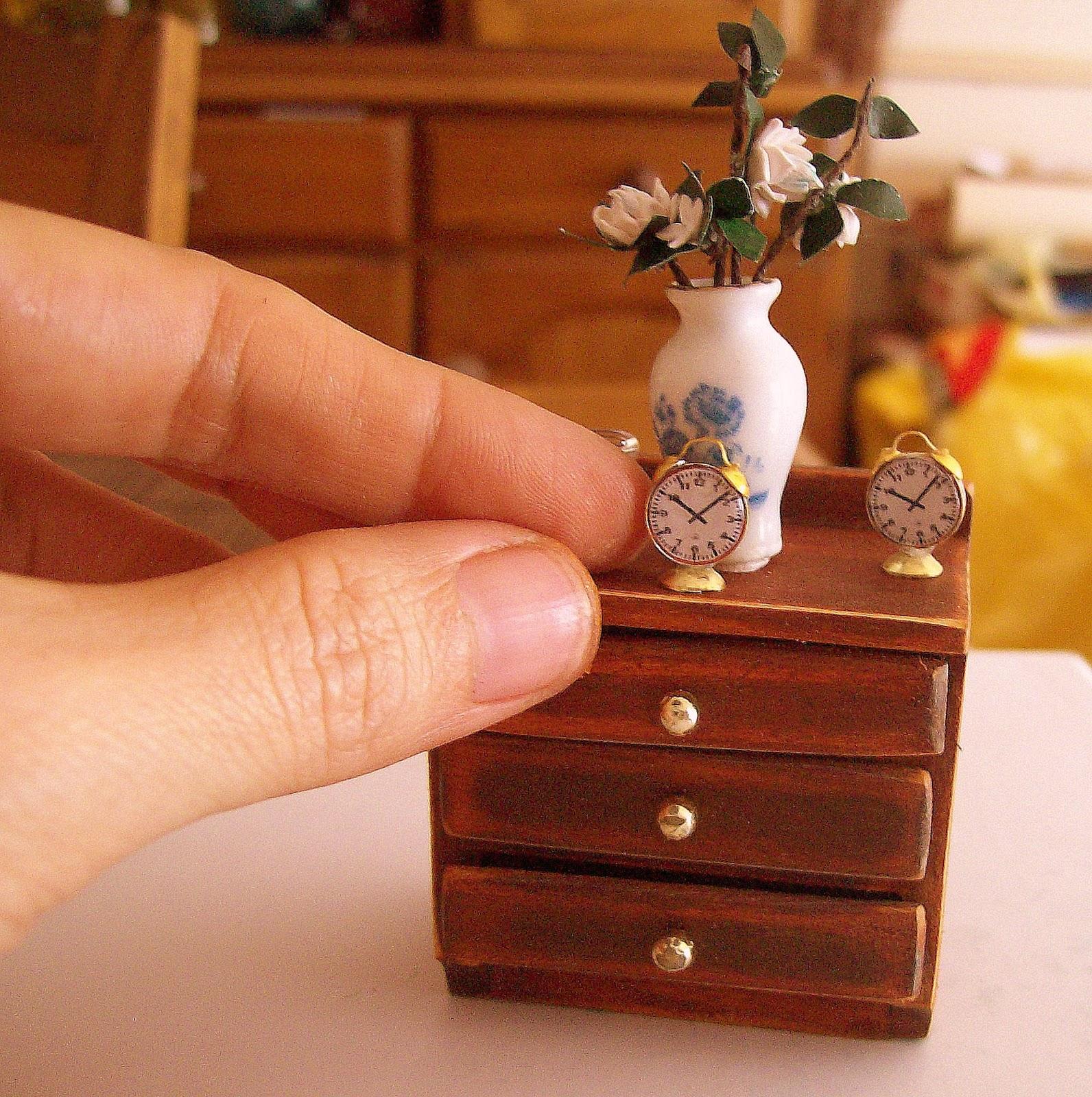 Paso a paso reloj despertador - Como hacer casas en miniatura ...