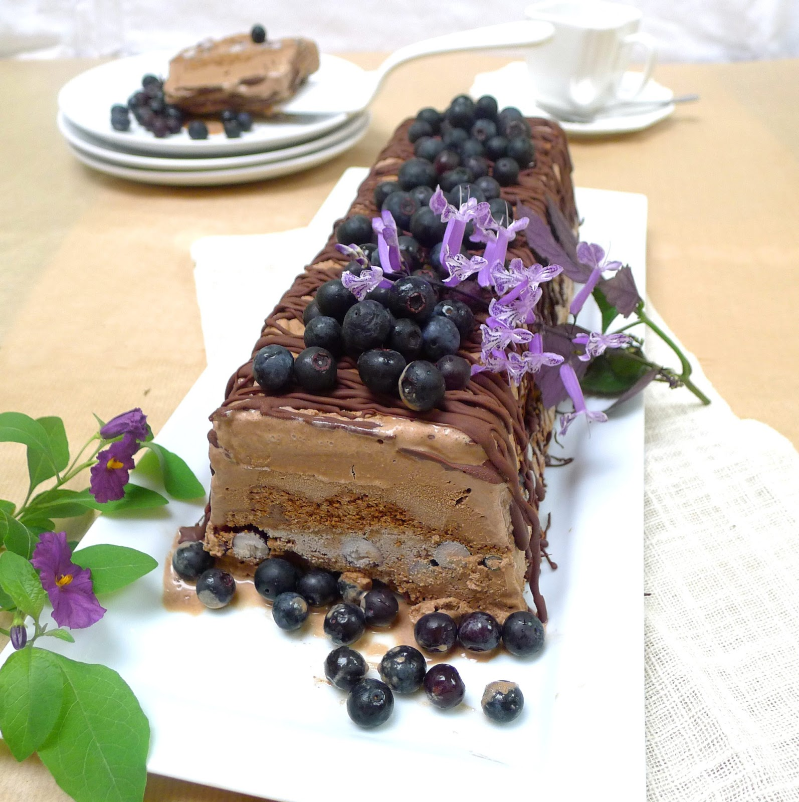 UndomestiKATEd: Chocolate and Blueberry ice cream cake
