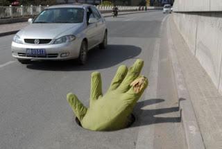 يد من الاسفنج للحد من كوارث الطرق في الصين
