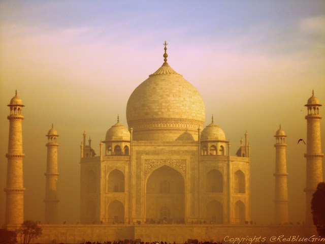 The design tradition of Taj Mahal is Persian Architecture and Mughal style