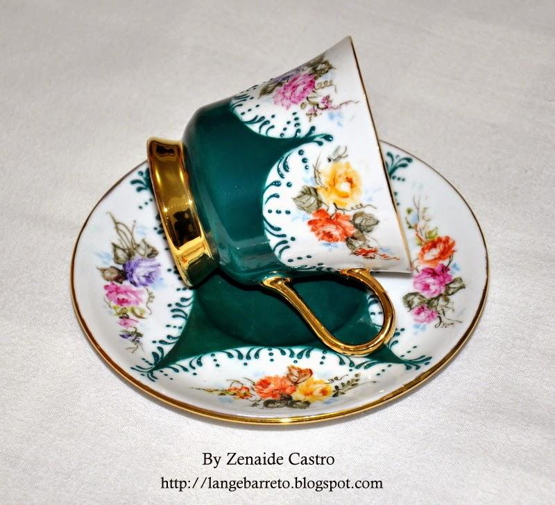 Xícara de porcelana by Zenaide Castro