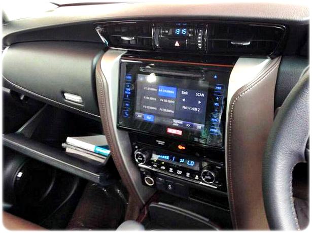 Panel Instrumen Sarana Hiburan Dashboard Toyota Fortuner Terbaru 2015