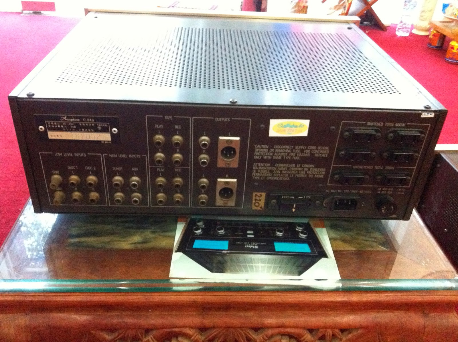 Mặt sau Preamplifier Accuphase C240