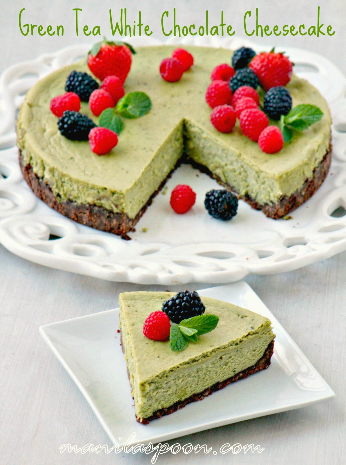 A rich and luxurious GREEN TEA WHITE CHOCOLATE CHEESECAKE with a subtle hint of green tea and the yummy flavor of white chocolate! This gorgeous cake is perfect for Christmas, New Year or any holiday! | manilaspoon.com
