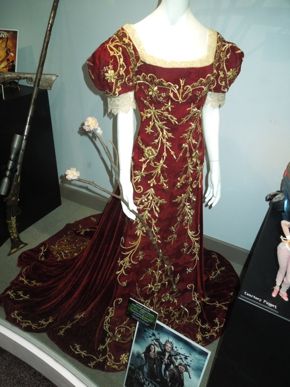 Snow White Huntsman coronation gown sceptre
