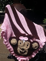 https://lcartera.wordpress.com/2015/06/29/monkey-business-crochet-blanket-tutorial-with-monkey-applique/