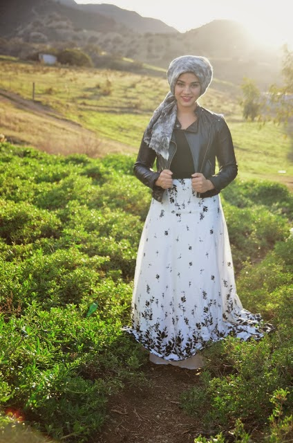 Modest black and white maxi skirt available at Mode-sty hijab tznius