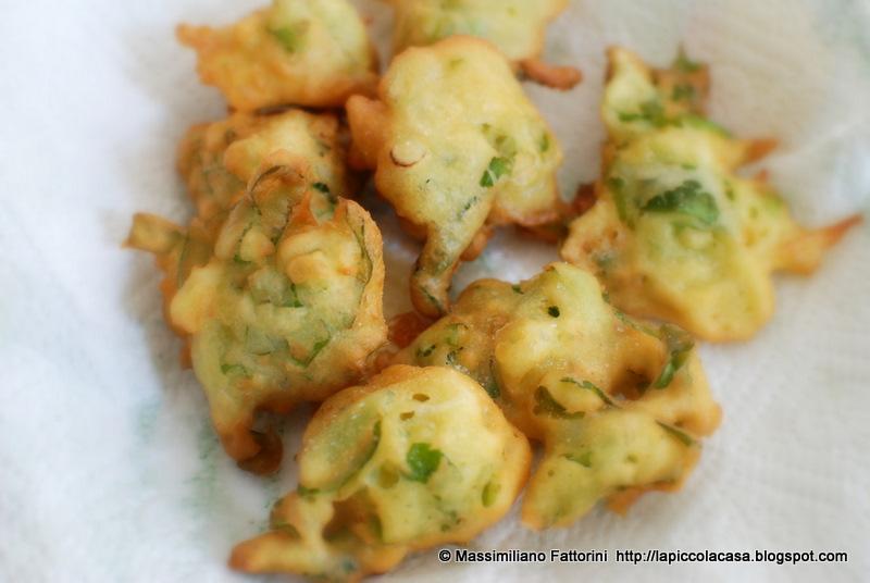 come preparare degli ottimi frisceu frittelle con cipollotti e lattuga la cucina regionale tipica ligure