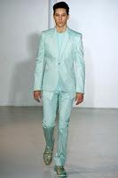 мъжки костюм в светло синьо-зелено