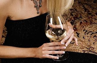 SAÚDE DCM - Consumo de álcool pode aumentar chances de câncer de mama