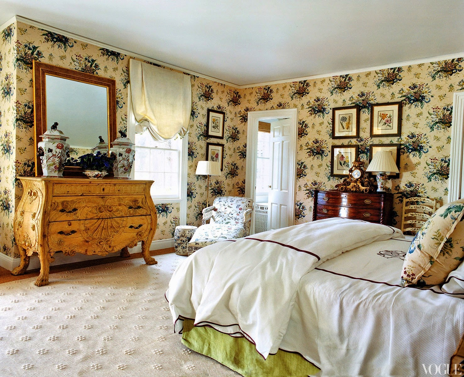 The Ivy League Preppy Bedroom Many Times Borders On The New England  Colonial Style With Four Posters And Canopies.