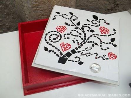 Mis manualidades y mas caja de madera con mosaico de papel - Decorar cajas de madera con papel ...