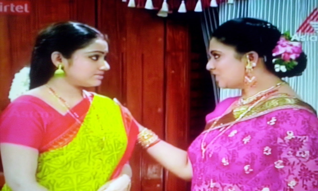 Chandanamazha Actress Navel