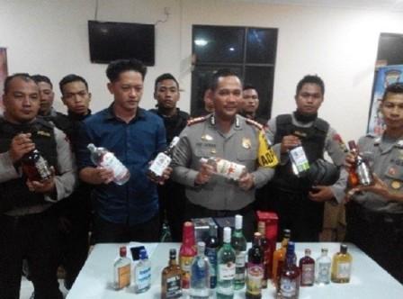 Ribuan Botol Miras Diamankan Polresta Barelang