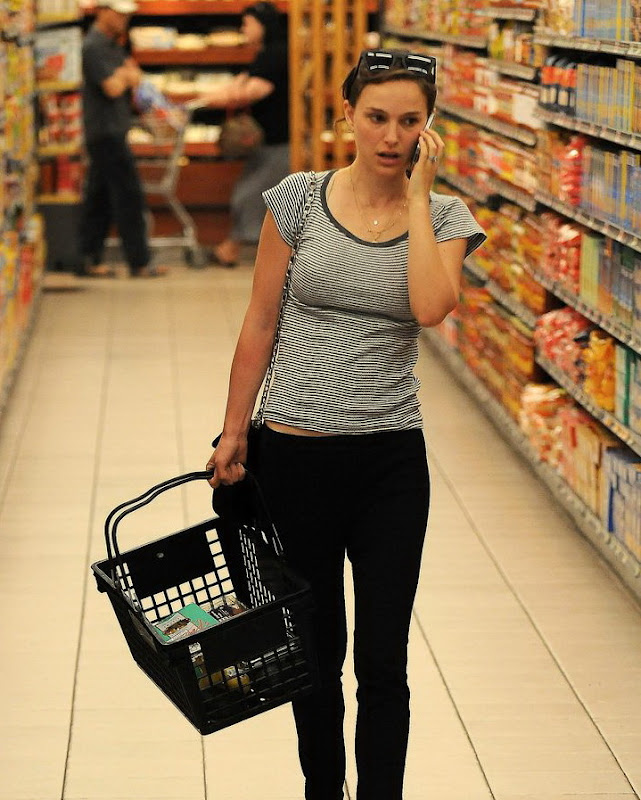 Natalie Portman shopping for some basics at a Market in Hollywood