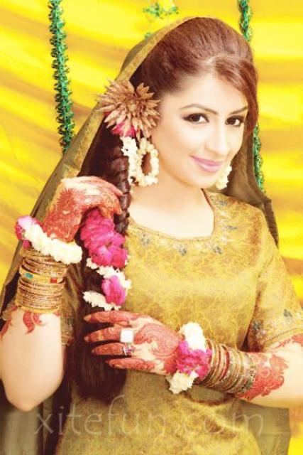 Flower Bangles Mehndi : Wedding mehndi dresses for girls disigns