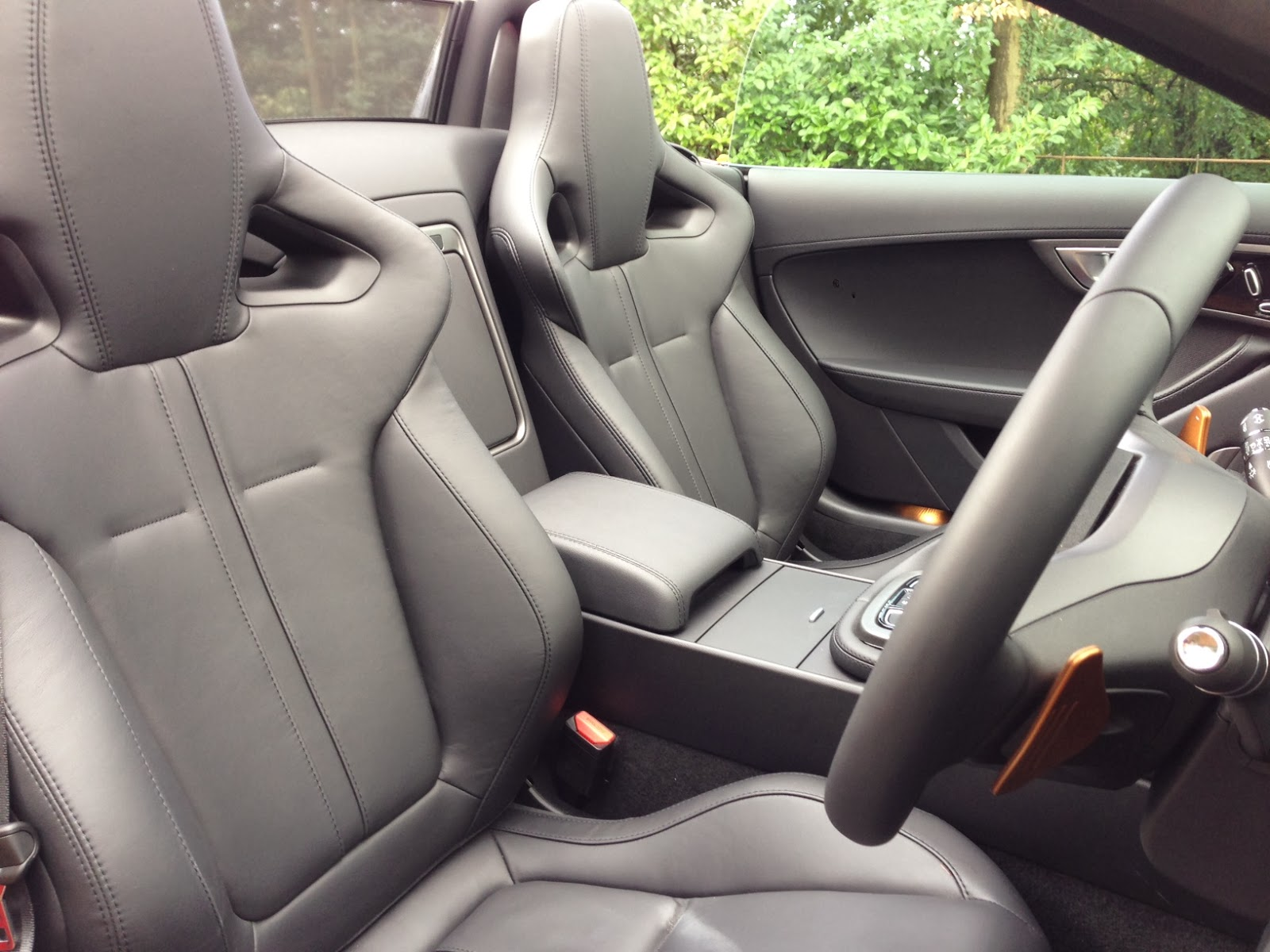 2014 Jaguar F-Type V8 S Convertible seats