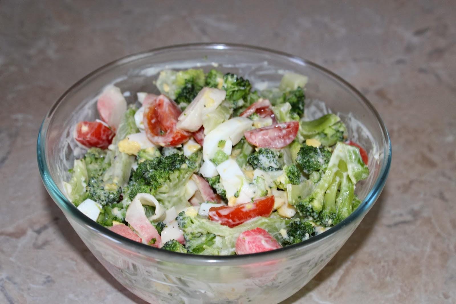 Салат с брокколи и крабовыми палочками рецепт