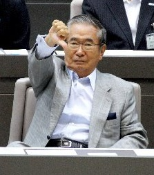 東京都議会でダウンサムをする石原都知事