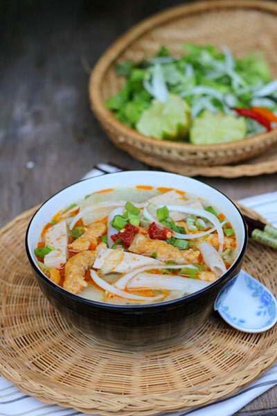 Rice Pasta Soup with Pork Stick - Súp Nui Gạo và Chả