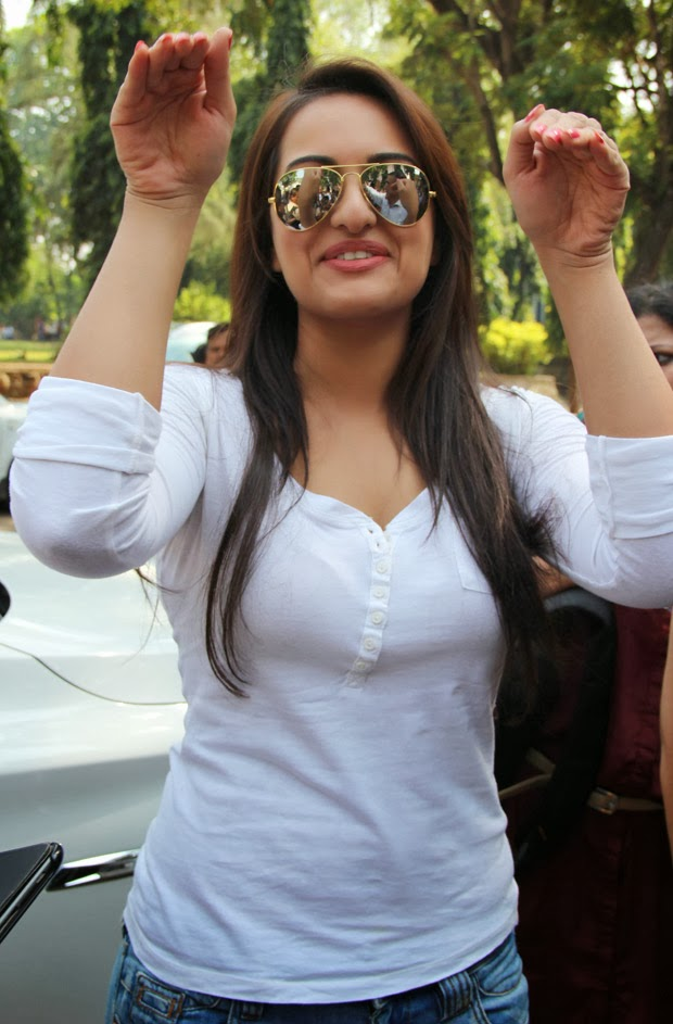 Hot and sexy photos of sonakshi sinha