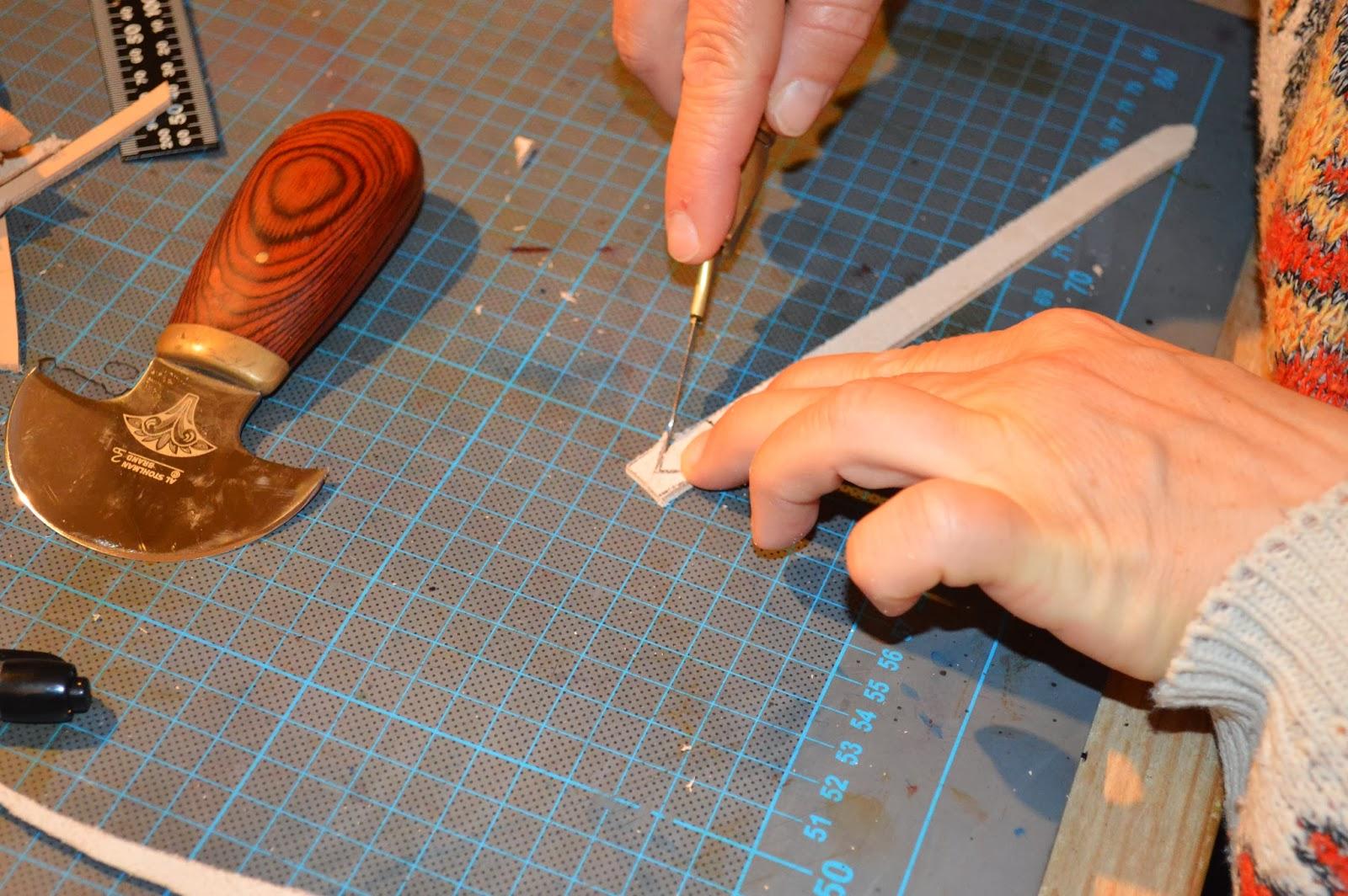 lisette atelier fa rie cuir du vercors atelier cr ation stage bracelet tress. Black Bedroom Furniture Sets. Home Design Ideas