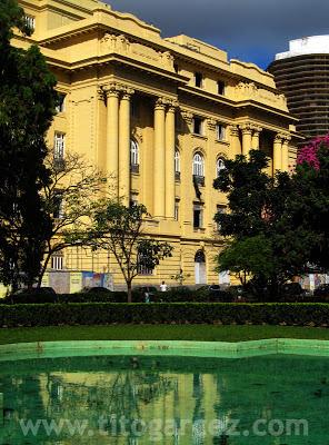 Prédio que abrigará o Centro Cultural Banco do Brasil, na Praça da Liberdade, em Belo Horizonte - Por Tito Garcez