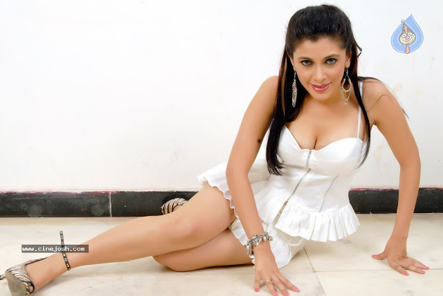 Maanasi hot photo shoot