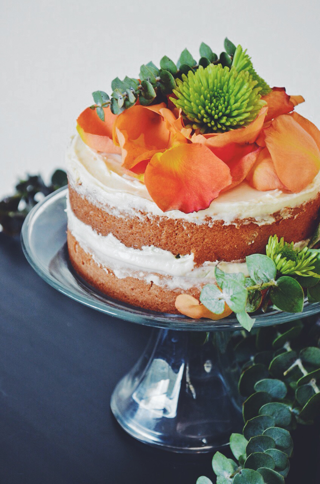 DIY boho cake with flowers