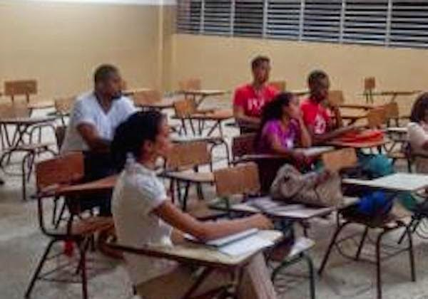 El exponente urbano El Lápiz, hace unas semanas confesó continuaría su carrera de Contabilidad en la Universidad Autónoma de Santo Domingo (UASD) y así lo hizo.