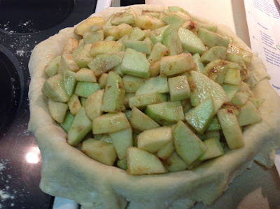 Filling pie crust with apples