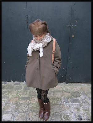 Bethsabée Krivoshey rédactrice Glamour, chapoka friperie, foulard péruvien, manteau See by Chloé, collants ajourés H&M bottes friperie