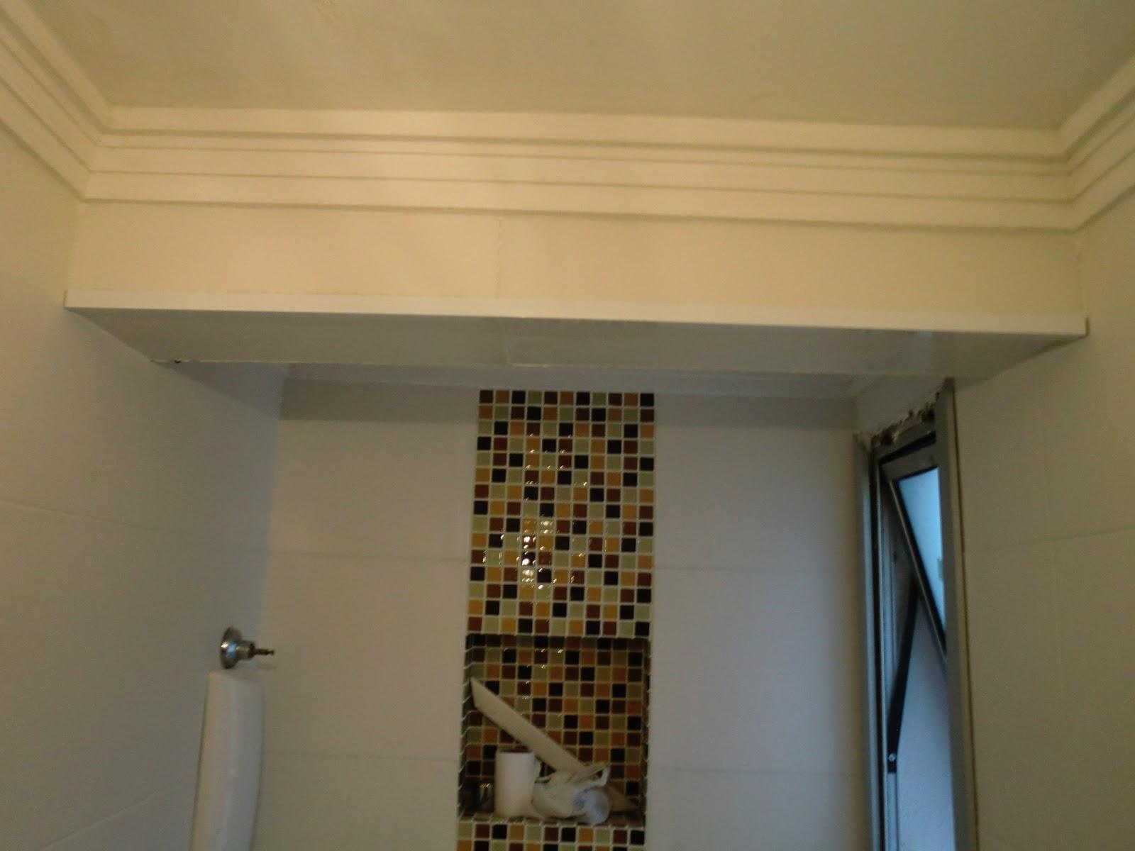 Acabamento com Cantoneira de Alumínio para quinas de azulejo e vigas #2677A5 1600x1200 Banheiro Com Azulejo No Teto
