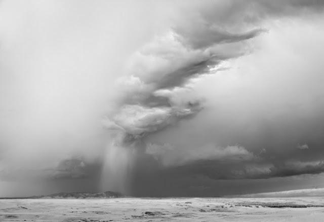 Черно-белые фотографии ураганов и смерчей Мича Доброунера