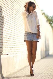 http://3.bp.blogspot.com/-ooG_BelyBRM/UFA7ET04kVI/AAAAAAAADCg/IBMEigaGlwU/s1600/Denim+shorts+white+blouse+outfit+2.jpg