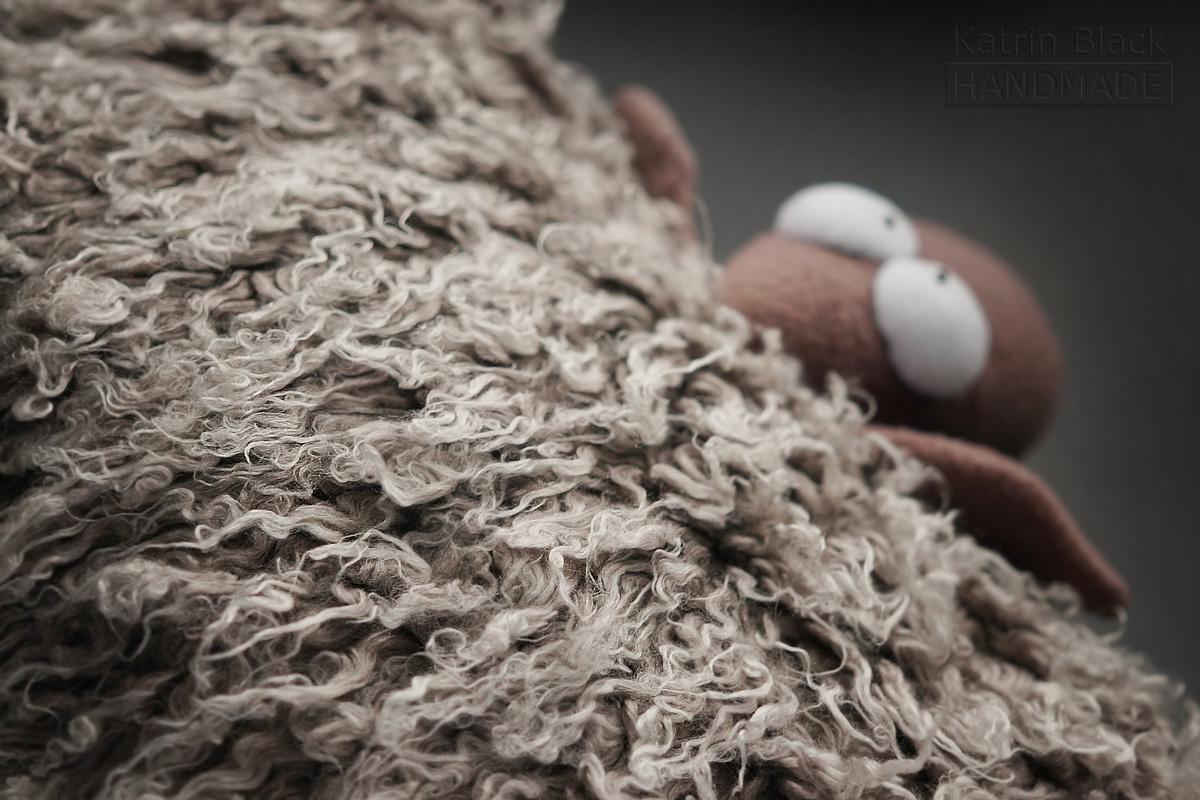 Игрушка ручной работы Овечка - подушка. Сшить овечку. Подарок на Новый 2015 Год.