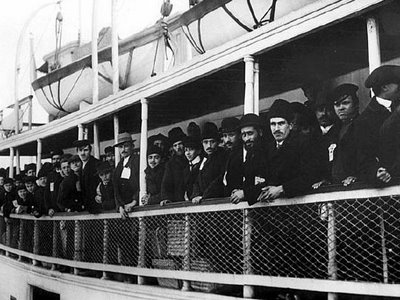 the history of irish immigration in america Most irish immigrants who made their way to america settled in cities along the eastern seaboard after 1846, when almost all of the people leaving ireland were rural catholics fleeing the effects of.