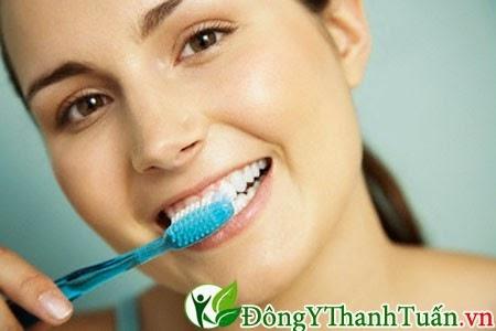 đánh răng đúng cách là cách chăm sóc răng miệng hiệu quả