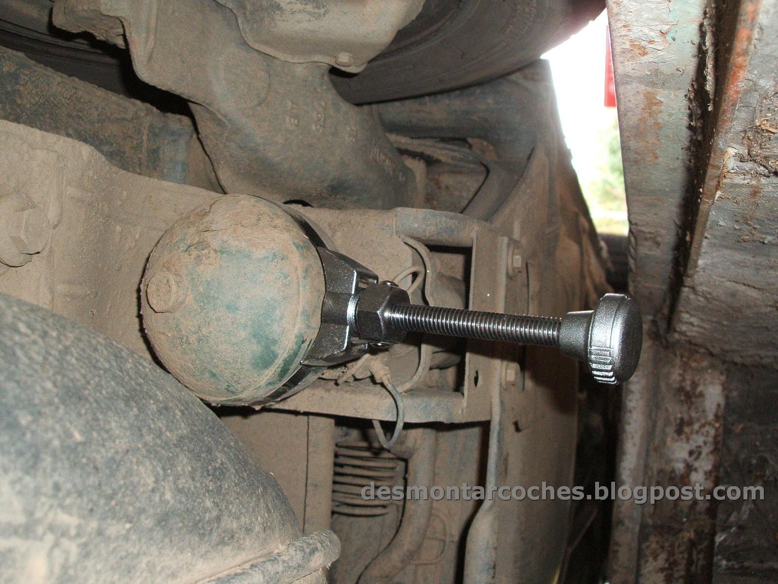 Desmontar coches como cambiar esferas de suspensi n y for Cambiar llave radiador