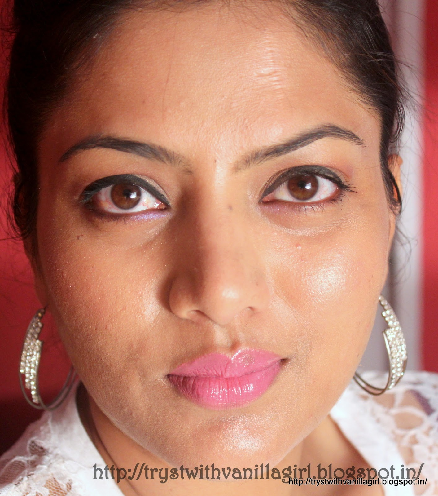PINK LIPS WITH NEUTRAL EYES USING LAKME GLOSS ADDICT IN PINK WINK