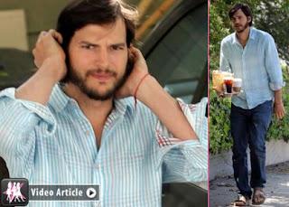 Ashton Kutcher de sandálias