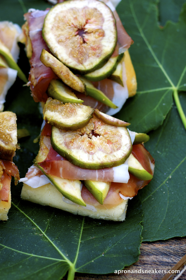... Beyond: Pizza with Figs & Prosciutto Crudo and Monte Cristallo, Italy