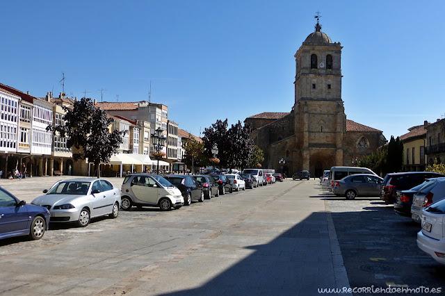 Plaza mayor con Colegiata S. Miguel, Aguilar de Campoo