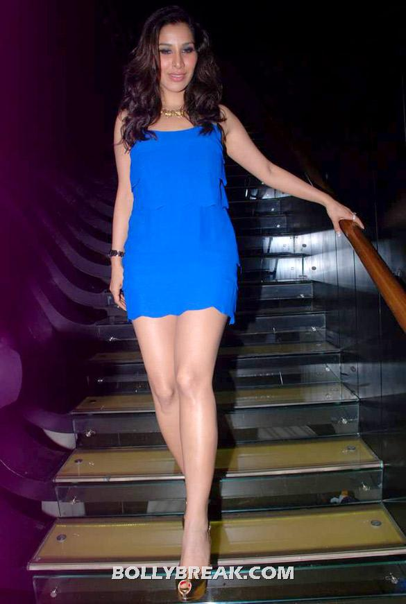 Sophie Choudry hot legs pic - (2) - Sophie Choudry latest photos