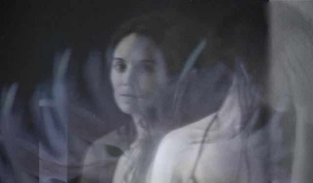 photographie d'art noir et blanc femme brune prise de vue longue Vanessa Lekpa